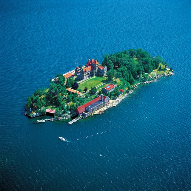 Singer Castle, Dark Island